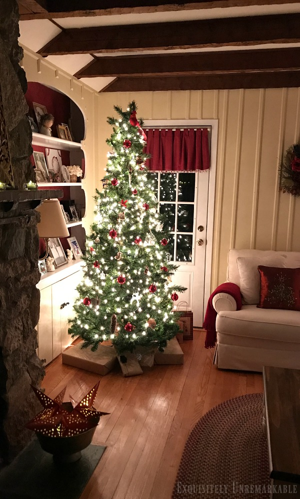 Red and White Country Christmas Living Room