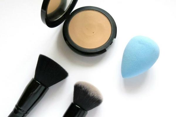 base de maquillaje polvo aplicacion seca o humeda cobertura mate