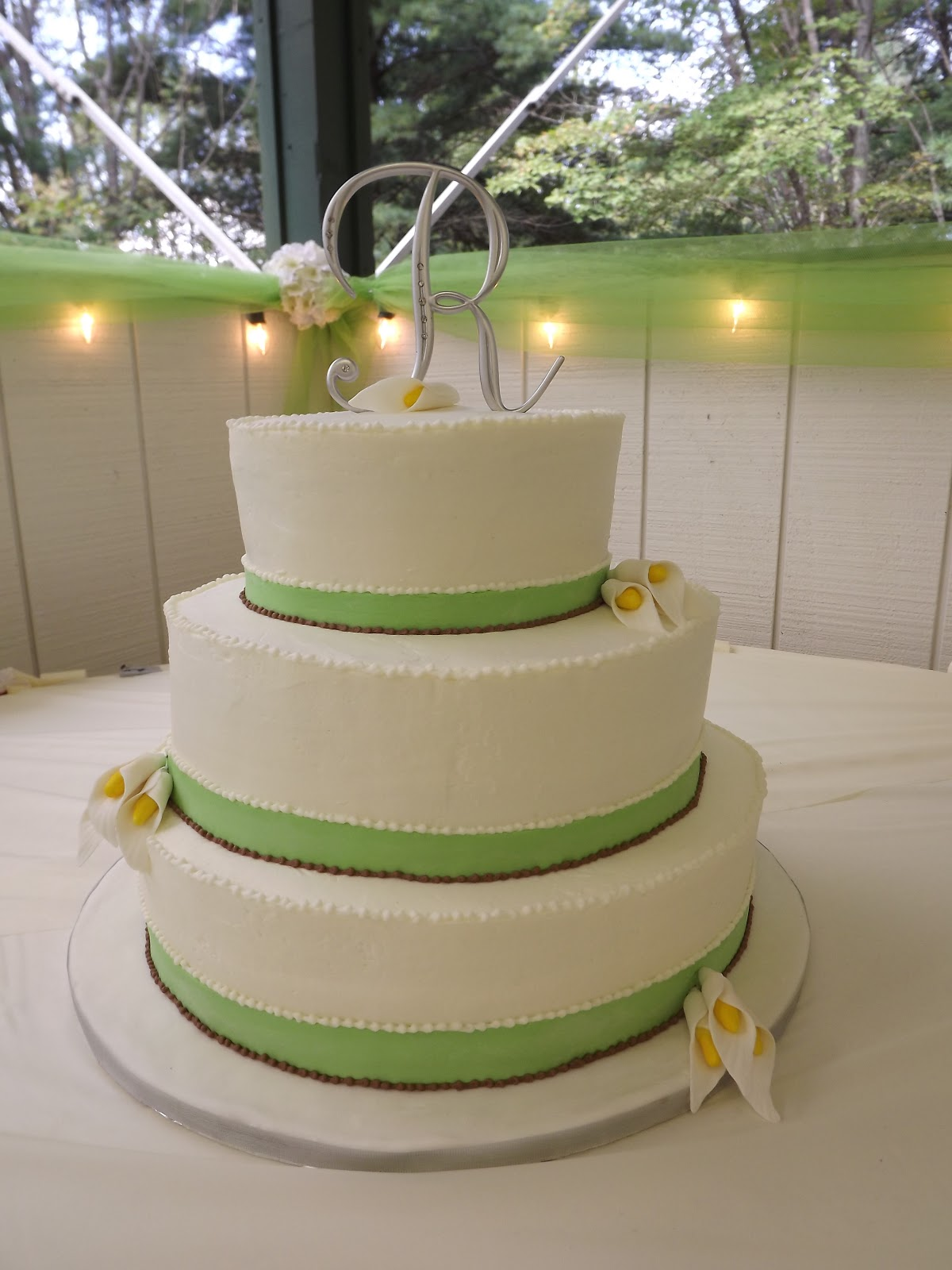 The Crafty Couple Calla Lily Wedding Cake