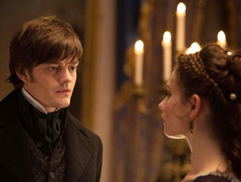 Mr. Darcy (Sam Riley) y Elizabeth Bennet (Lily James) en Orgullo y prejuicio y zombis - Cine de Escritor