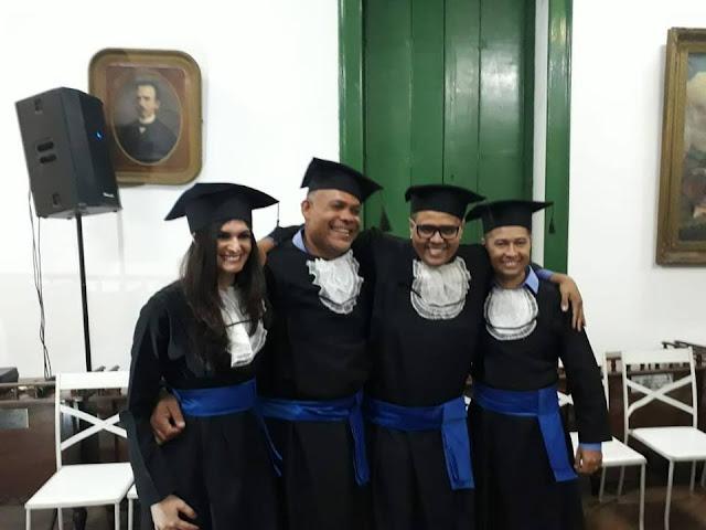Emoção e orgulho marcam noite de colação de grau dos cursos de Rádio e TV , em Valença; três alagoinhenses estão entre os formandos