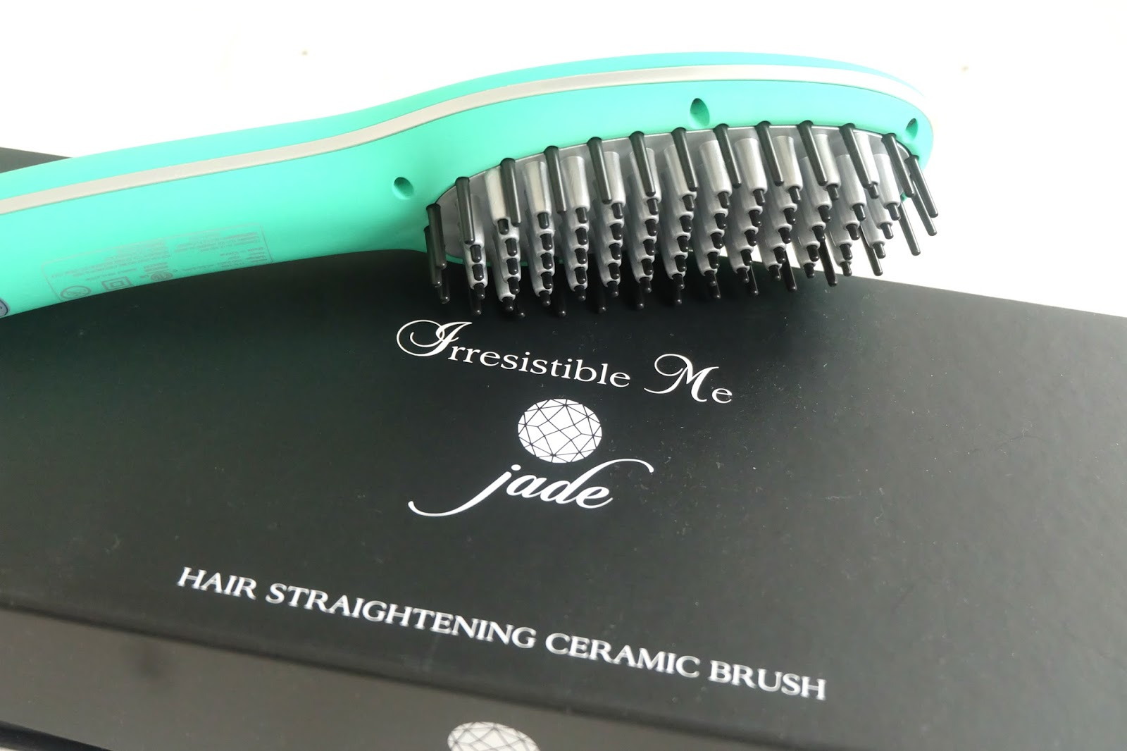 Irresistible Me Jade Straightening Brush Review