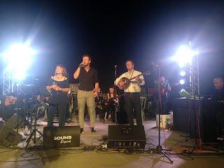 Ο Χρήστος Νικολόπουλος, ο Κώστας Καραφώτης και η Πίτσα Παπαδοπούλου στη σκηνή