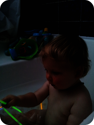 glow stick bath, sensory ideas for one year old, homemade sensory