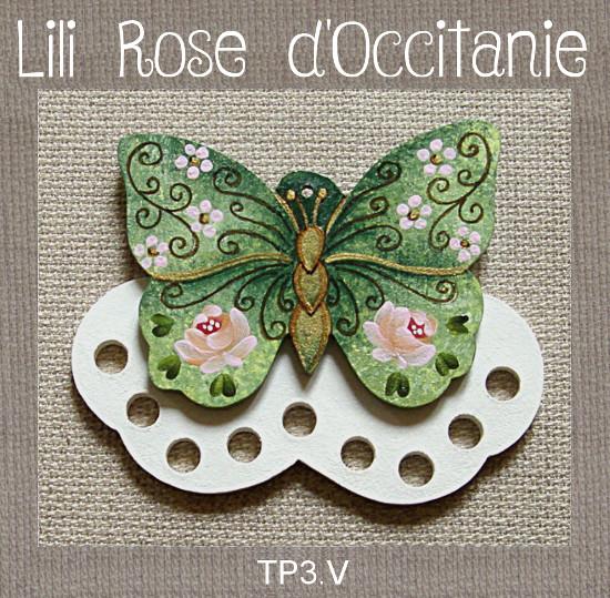 """Tri-fils bois peint """"papillon vert et or orné de roses. Broderie et point de croix"""