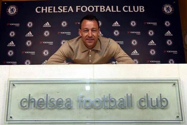 O capitão fica: Chelsea renova com Terry por mais um ano'' id=