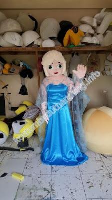 foto kostum elsa badut karakter frozen