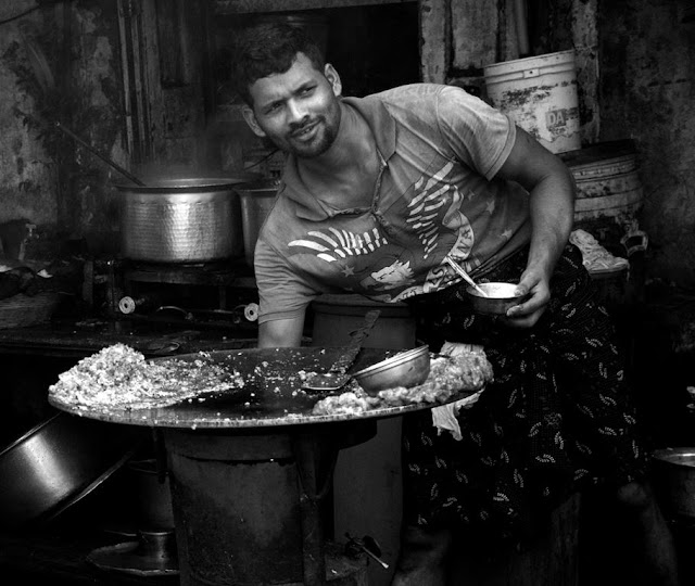 chef, streetfood, street photography, streetphoto, chor bazaar, mumbai, india, monochrome, black and white,