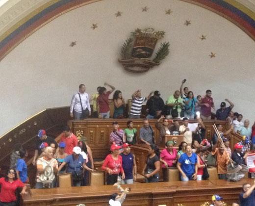 Oficialistas irrumpieron sesión de la Asamblea Nacional