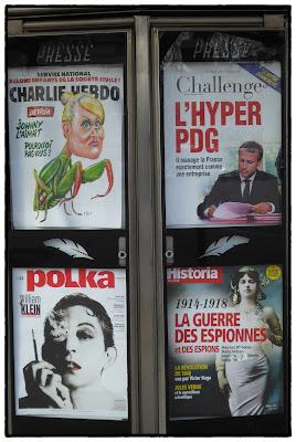 Kiosque à journaux parisien début mars 2018