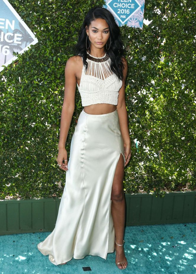 Chanel Iman flaunts skin at the 2016 Teen Choice Awards