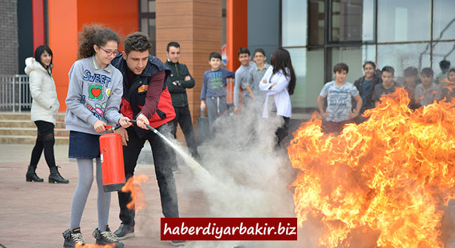 Diyarbakır Büyükşehir Belediyesi, öğrencilere itfaiye eğitimi verdi