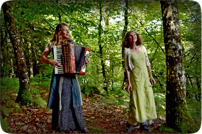 Ballade contée du 23 Aout 2015 dans la forêt de Ville-Cartier par Isabelle et Annabelle