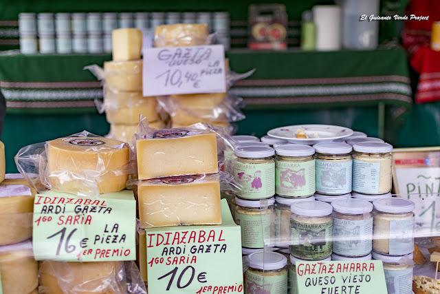 Orozko Mercado de Santa Lucia, Quesos por El Guisante Verde Project