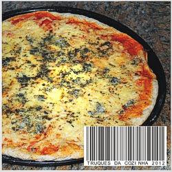 Pizza de domingo caseira com 3 queijos