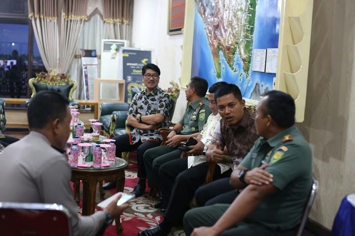 Plt. Sekdaprov Lampung dan Jajaran Sambut Rombongan Oase di Bandara Radin Inten II