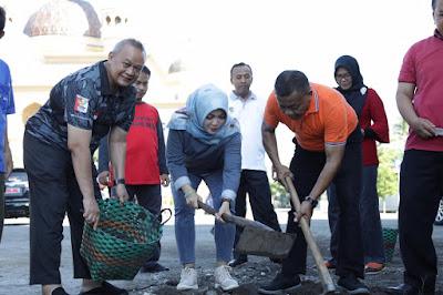 Bupati Klaten Memimpin Para ASN Gerakan Bersih-Bersih Di Masjid Al Aqsho Untung Songsong Ramadhan