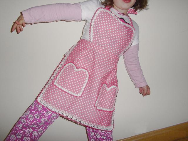 delantal-niña-diy-tela-crochet