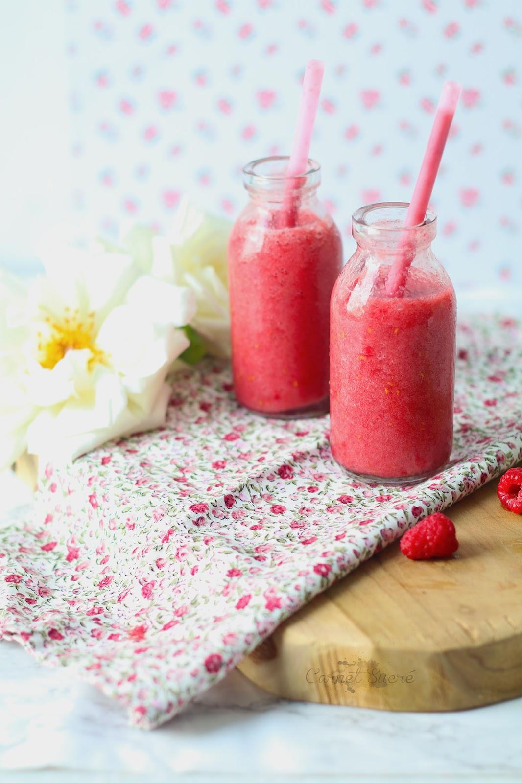 Recette de smoothie à la banane et aux framboises. Pour des matins gourmands et sains !