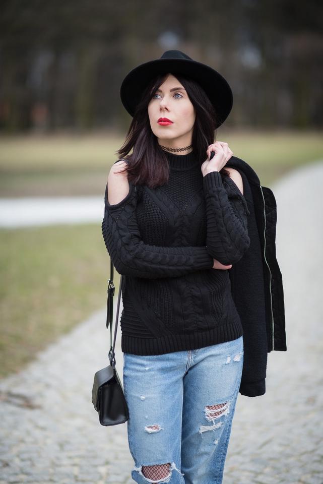 stylizacja sweter cold shoulder