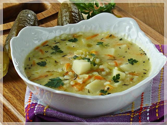 najlepsza zupa ogórkowa z kurczakiem ryżem i ziemniakami