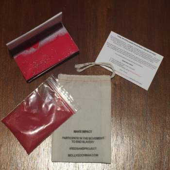 أحصل على مجموعة من الأدوات الرمال الحمراء تصلك إلى باب منزلك