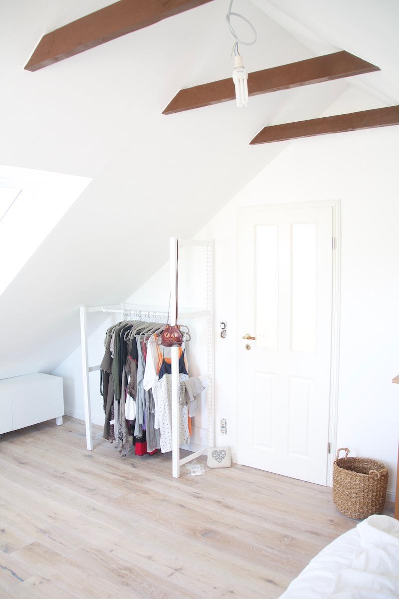 offener kleiderschrank unter der dachschrägen - ikea hack - sunnys haus