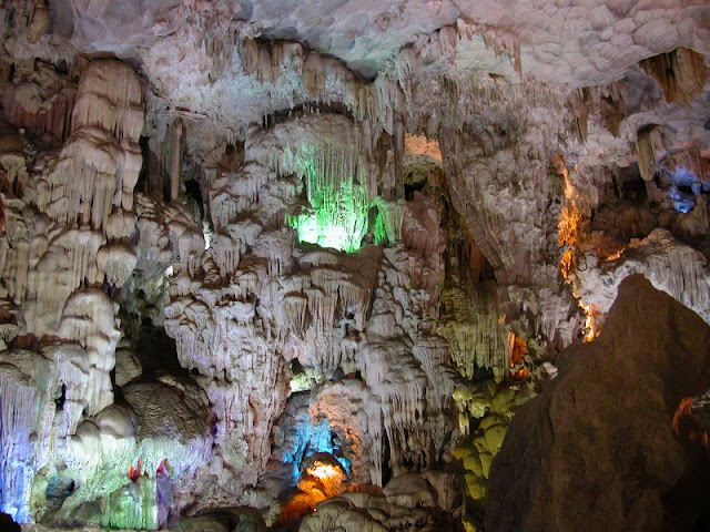 "Thiên Cung cave - One of the most beautiful ""underworld"" in Halong Bay"