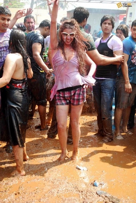 hot-girl-in-holi-party-2015