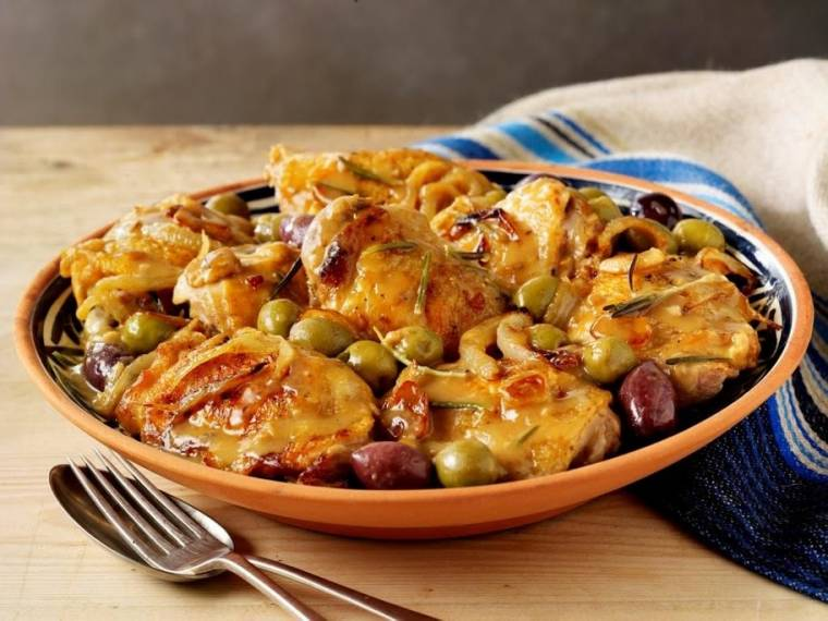Pollo Con Salsa De Aceitunas Españolas (Braised Andalucian chicken in Spanish olive sauce)