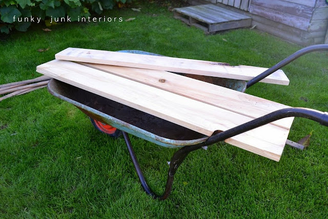 See how these wood planks turned a wheelbarrow into a coffee table!
