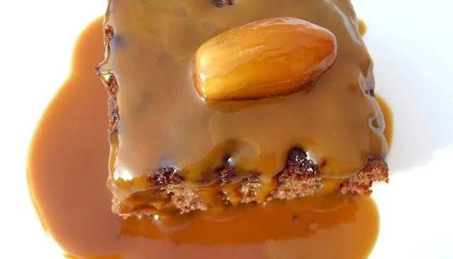 Pudin de dátiles con caramelo de coco