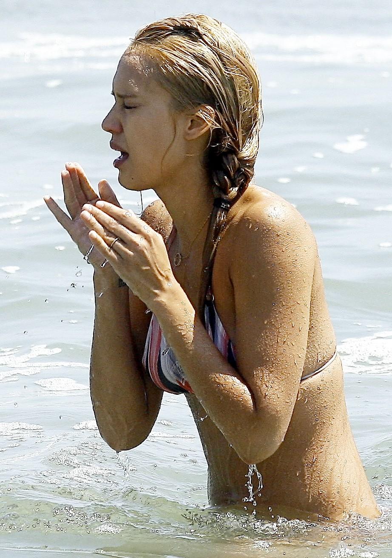 Jessica Alba Hot Bikini Pictures-2025