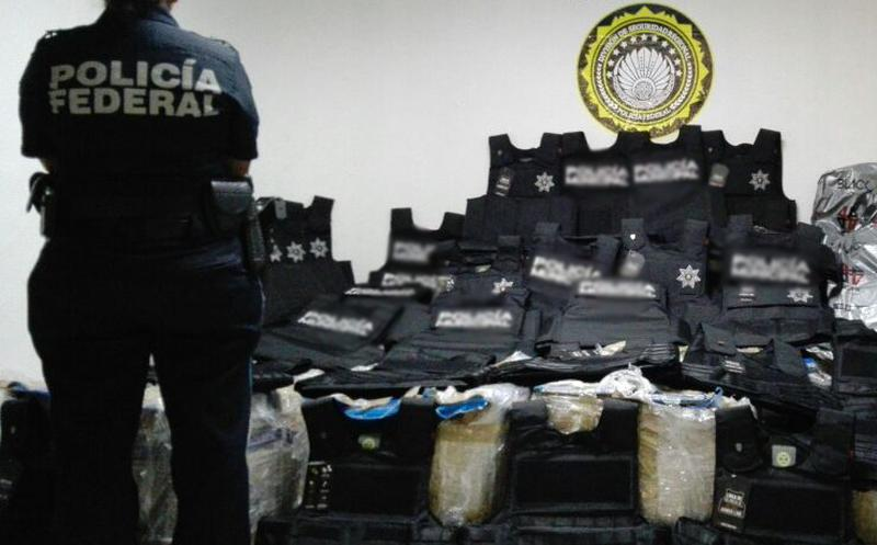 04d5ab0d4 En el aeropuerto de Mérida, Yucatán, elementos de la Policía Federal  aseguraron 158 chalecos antibalas de fabricación colombiana, que no  contaban con ...