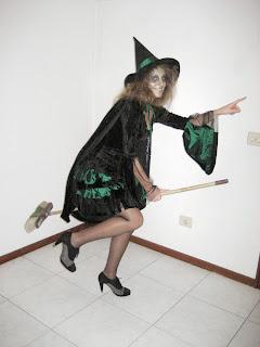 Disfraz halloween diy bruja con sombrero y capa