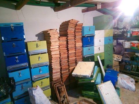 Πωλούνται 40 μεταχειρισμένες κυψέλες και 800 πλαίσια σε χαμηλή τιμή