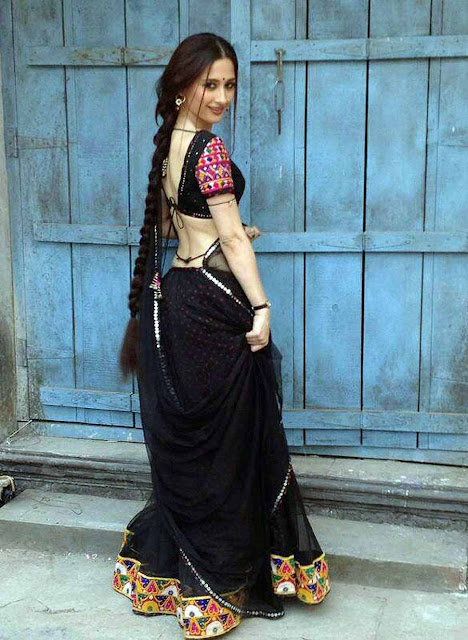Indian-Bhabhi-In-Beautiful-Black-Saree