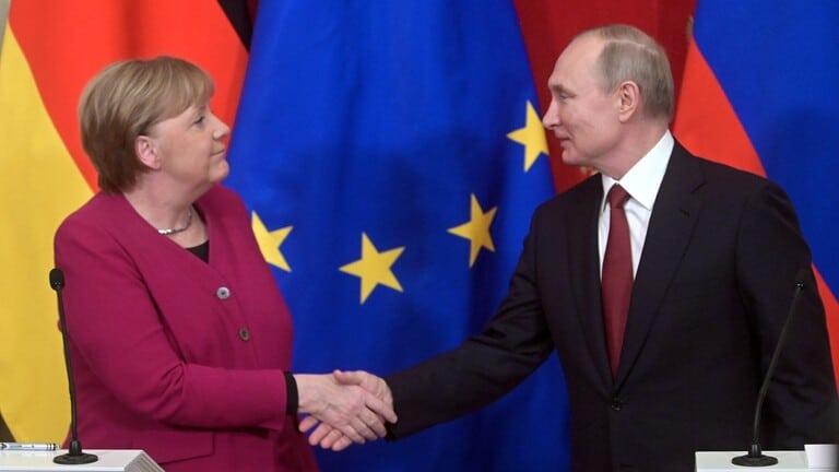 بوتين-وميركل-يؤكدان-ضرورة-وقف-إطلاق-النار-في-ليبيا-وإطلاق-مفاوضات-داخلية