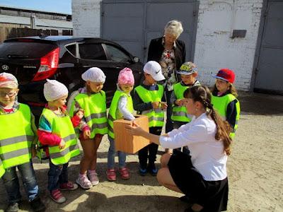 Сладкие подарки детям от сотрудников МЧС и ВДПО