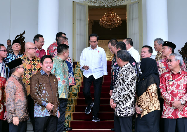 Jokowi Ingatkan Bupati Pentingnya Menjaga Perekonomian Daerah