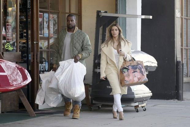 Kim Kardashian bolsa Hermes presente Kanye West