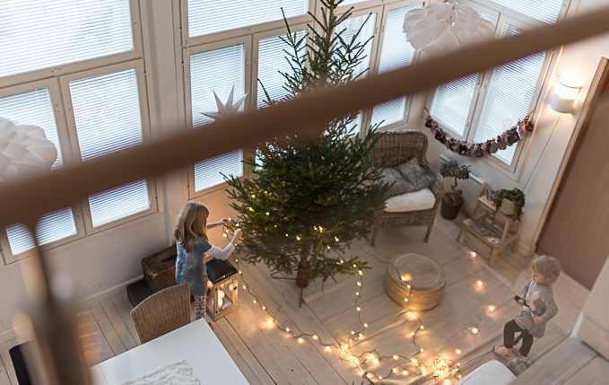 joulukuusen koristelu, lapset, joulukoti, lapsiperhejoulu