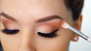 Cara Memakai eyeshadow Untuk Kelopak Mata Besar