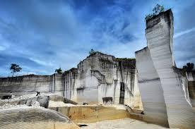 Bukit Panjalin bukit kapur batu putih Kecamatan Batuputih, Sumenep.