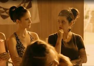 """Fernanda Young (à direita) durante a série """"Odeio Segundas"""", do GNT, em 2014 — Foto: Reprodução/GNT"""