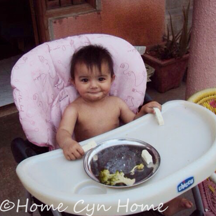 My daughter started wanting to feed herself when she was 7 months old, by 8 months she only wanted chunky food, here she is eating broccoli and paneer strips on her own.