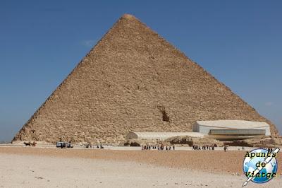La pirámide de Keops en Guiza