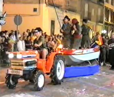 Peña La Kraba. Tractor-lancha. Fiestas de Binéfar 2002