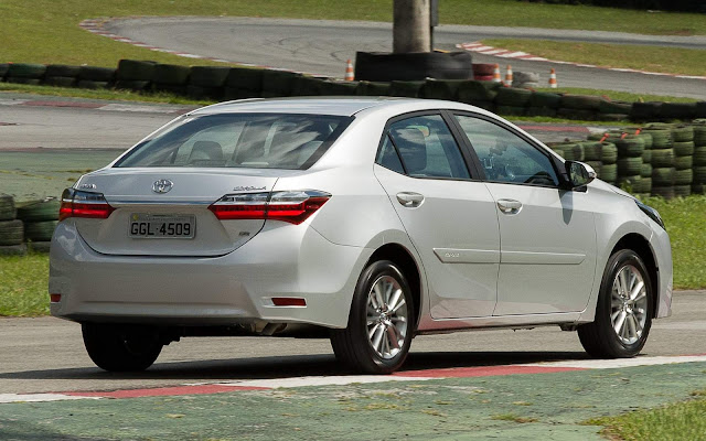 Novo Corolla GLi 2018 - prata