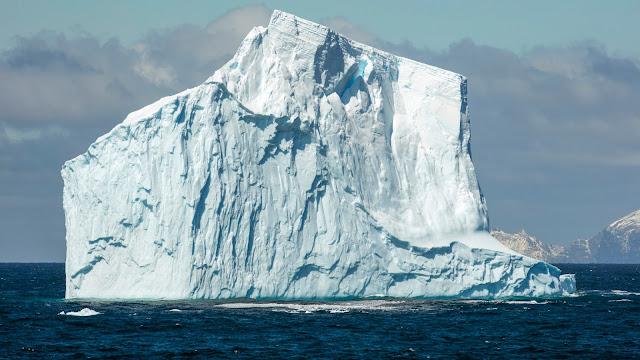 IJsrots in de zee